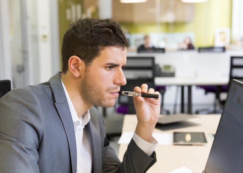 5 причин, почему умные начальники не берут на работу заядлых курильщиков
